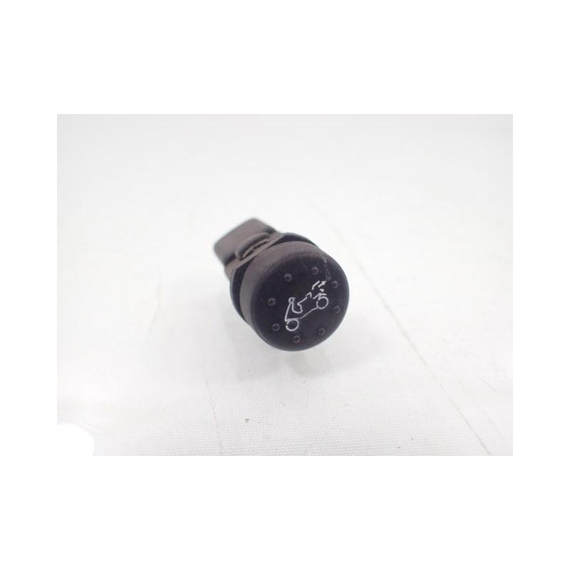 Przełącznik guzik schowka tylnej klapy Piaggio X8 X-Evo 125